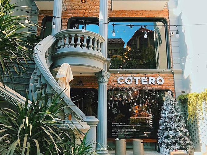 Quán cà phê vốn là một căn biệt thự rộng trên đường Tô Ngọc Vân. Ảnh: dicaphekhong