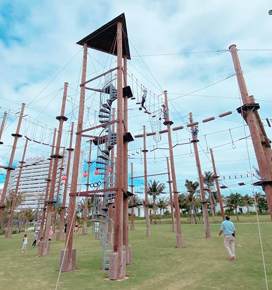 Con trai Hà Tăng chơi cảm giác mạnh cùng bố mẹ ở resort Nha Trang - 6