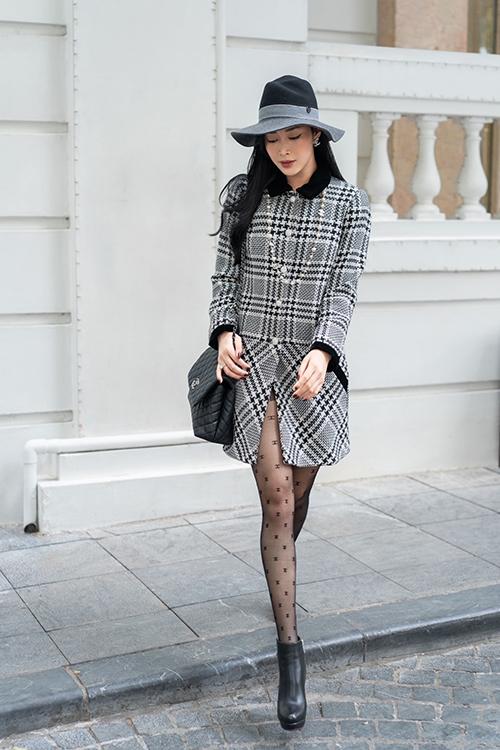 Vốn là một cô nàng yêu thời trang nên nữ diễn viên vô cùng hào hứng khi được trổ tài mix-match với loạt trang phục đúng chất mùa lạnh.
