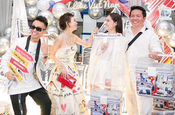Ca sĩ Di Băng và ông xã đại gia (phải) cũng dự tiệc sinh nhật, đón năm mới cùng vợ chồng Minh Nhựa.