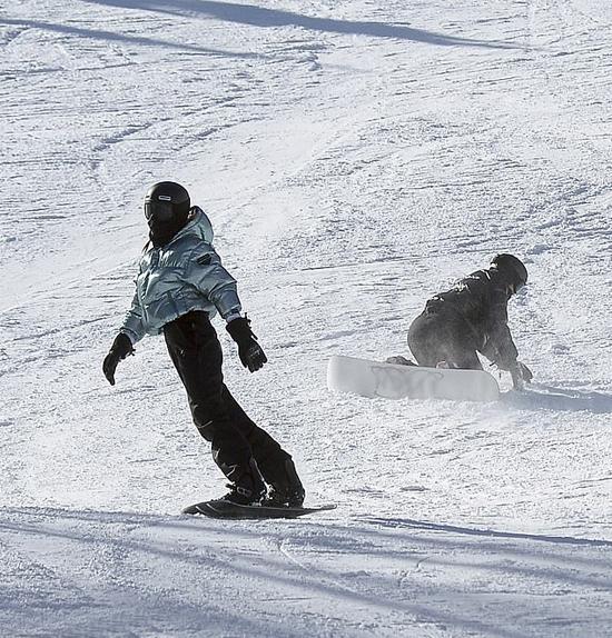 Nữ tỷ phú được trông thấy vui đùa cùng chị gái Kendall Jenner trong hôm đầu đến Aspen.