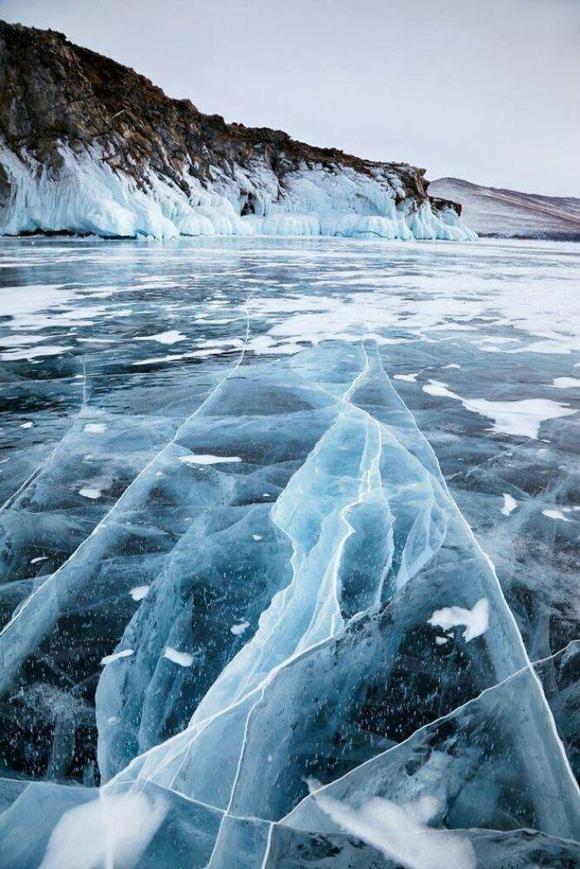 Hồ Baikal, Siberia đẹp kỳ ảo giữa thời tiết âm vài chục độ C.