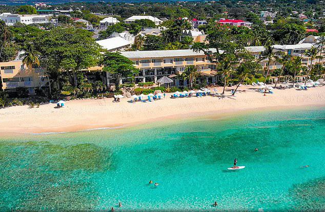 Cựu hoa hậu Anh bỏ trốn khỏi resort Sugar Bay khi đang bị cách ly.