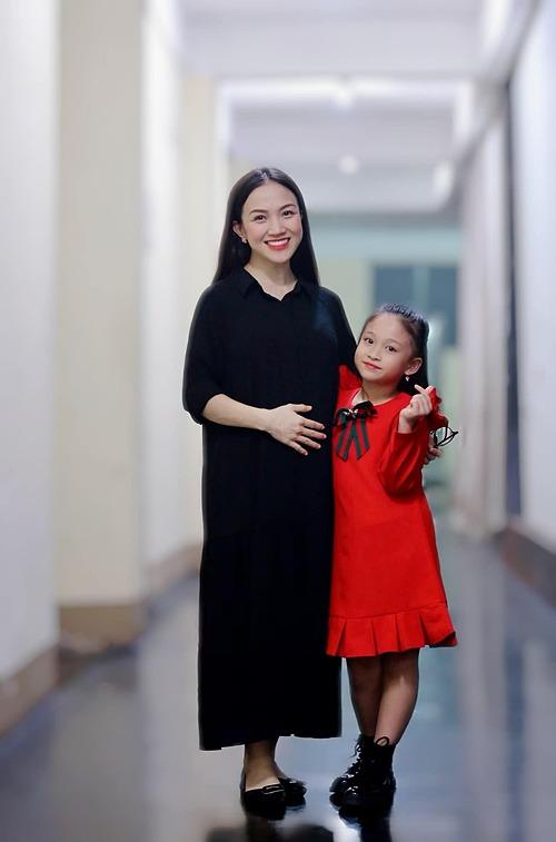 Thái Ngọc Bích và con gái đầu lòng.