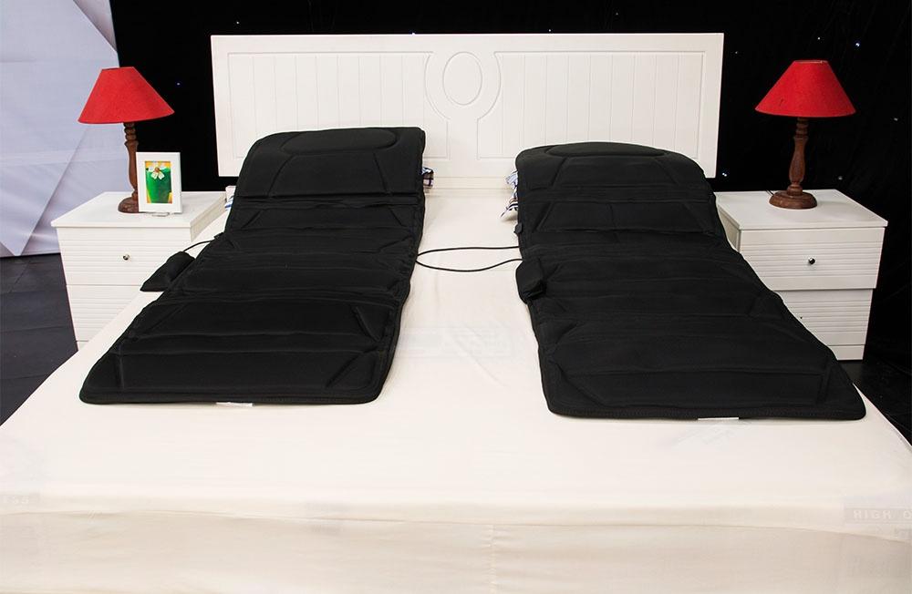 Nệm massage toàn thân Airbike 699.000đ(- 30 %)trang bị đến 10 đầu massage khác nhau nhiều hơn bất kì sản phẩm nệm massage nào đang bán trên thị trường hiện nay giúp bạn có thể được massage trên toàn cơ thể của mình.Với chất liệu được làm từ cotton và satin nên người dùng nệm sẽ cảm nhận được sự êm ái và mềm mại khi sử dụng nệmCác vị trí massage được bố trí khắp nơi, giúp bạn massage toàn thân một cách êm ái, xóa tan hết mọi căn thẳng  và cơn đau đang hành hạ bạn.Massage nhiệt vừa massage vừa làm ấm cơ thể, giúp máu huyết lưu thông dễ dàngĐặc biệt nệm được thiết kế với khả năng tự động ngắt sau 15 phút hoạt động nên hoàn toàn an toàn đối với người sử dụngChất liệu rất mềm và mát, cho bạn cảm giác thật sự thoải mái và thư giãn sau khi nằm lên.