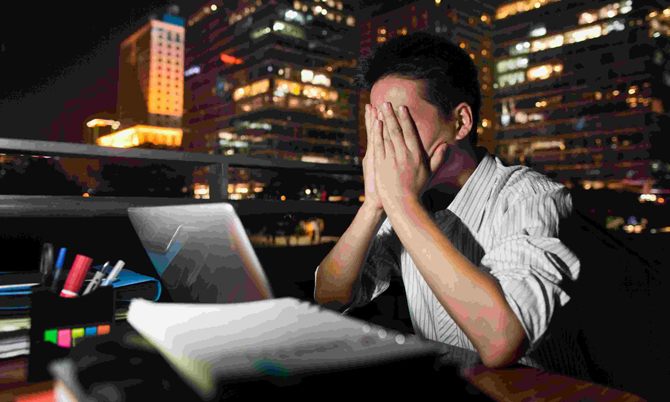 Văn hóa làm việc 996 vắt kiệt sức của nhân viên tại các công ty công nghệ Trung Quốc. Ảnh: CGTN.