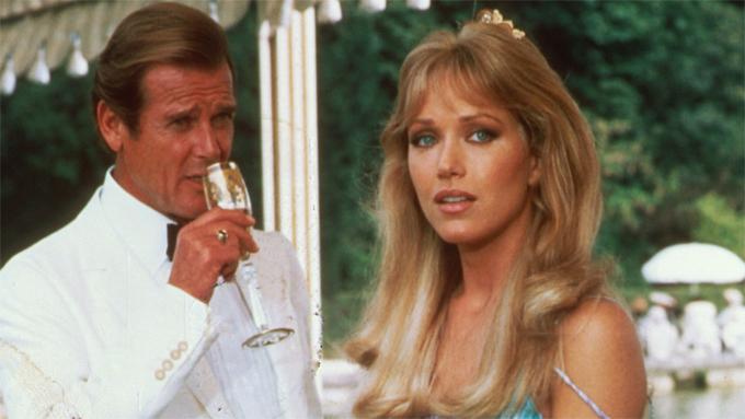 Tanya Roberts nổi tiếng khi góp mặt trong phim Bond A View to a Kill (ảnh) và series That '70s Show.
