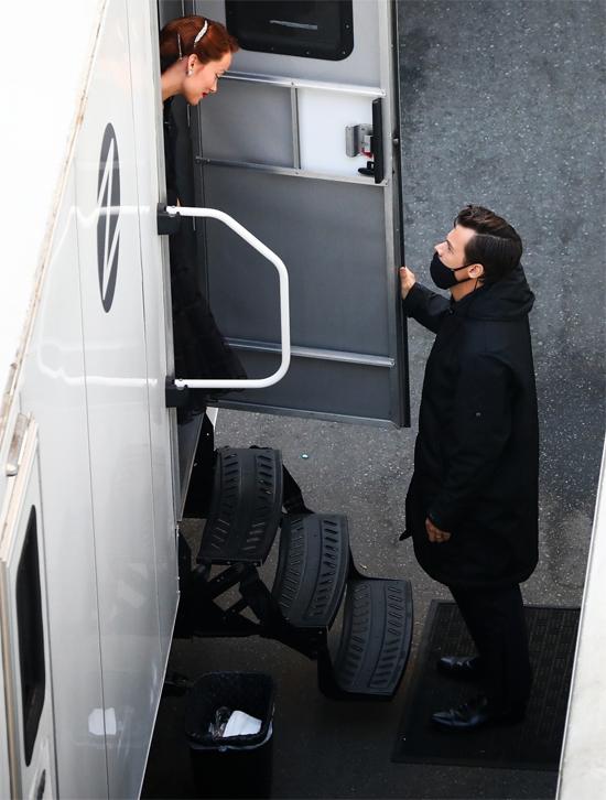 Harry Styles được Olivia chọn đóng vai chính trong bộ phim Don't Worry Darling do cô làm đạo diễn. Quá trình quay phim bắt đầu vào tháng 10/2020, sau đó tạm dừng vì một thành viên trong đoàn làm phim mắc Covid-19. Harry được trông thấy đến thăm Olivia ở trường quay, ánh mắt nhìn nhau tình tứ.