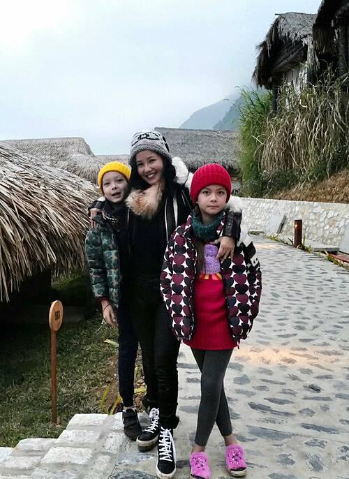 Hai con Tôm - Tép nhà Hồng Nhung sắp cao bằng mẹ.
