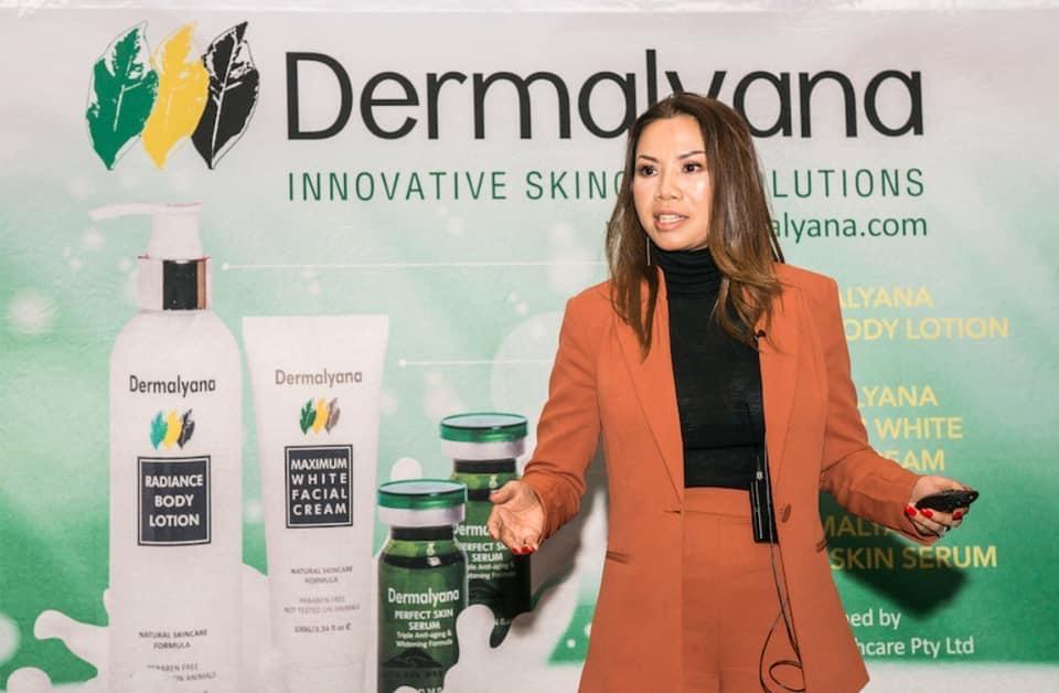Chị Lien Thi Rogers  đang chia sẻ với tất cả khách hàng về những thách thức và thành công bước đầu tại một hội nghị khách hàng của Dermalyana tại Perth năm 2019. Ảnh: