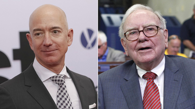 CEO Amazon Jeff Bezos (trái) và CEO Berkshire Hathaway Warren Buffett. Ảnh: CNBC.