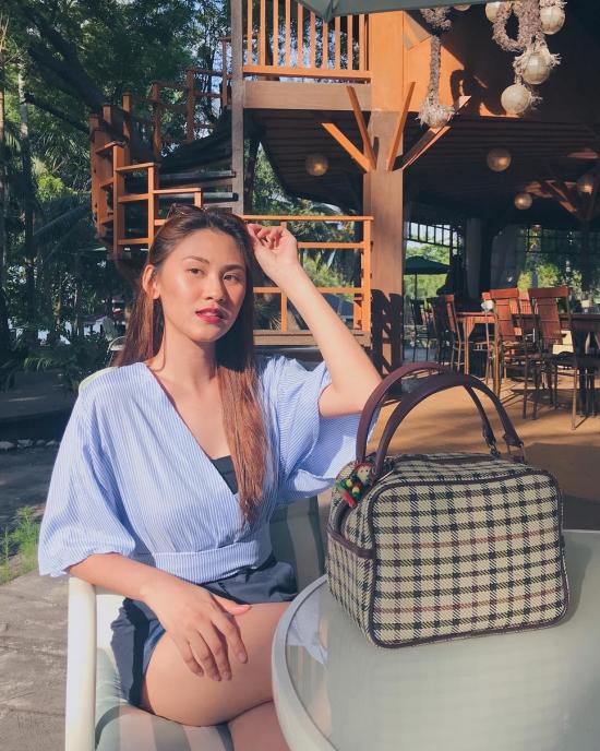Nàng á hậu rất yêu biển nên luôn tranh thủ thời gian rảnh rỗi để ghé thăm các bãi biển nổi tiếng ở Philippines - thiên đường của những hòn đảo du lịch xinh đẹp. Christine thảnh thơi trong resort Hacienda Don Juan ở Sarangani, phía nam đất nước này.