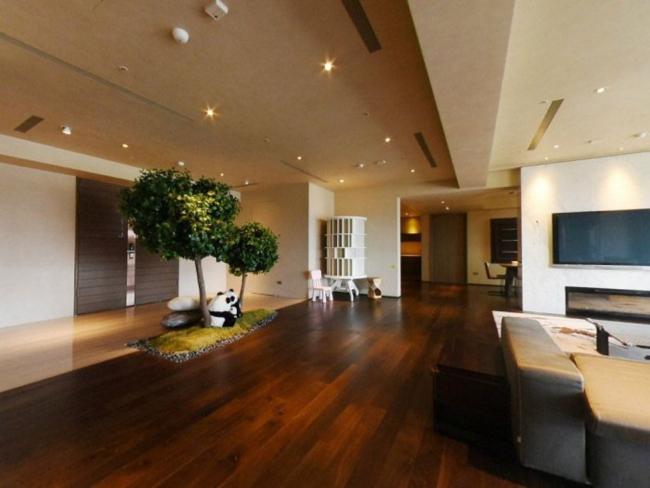 Căn nhà được Từ Hy Viên thuê thiết kế tỉ mỉ, nội thất cao cấp. Nhà nằm ở tầng 19 trong tổ hợp được xây dựng từ năm 2011, có diện tích gần 600m2, là do hai căn rời ghép thành.