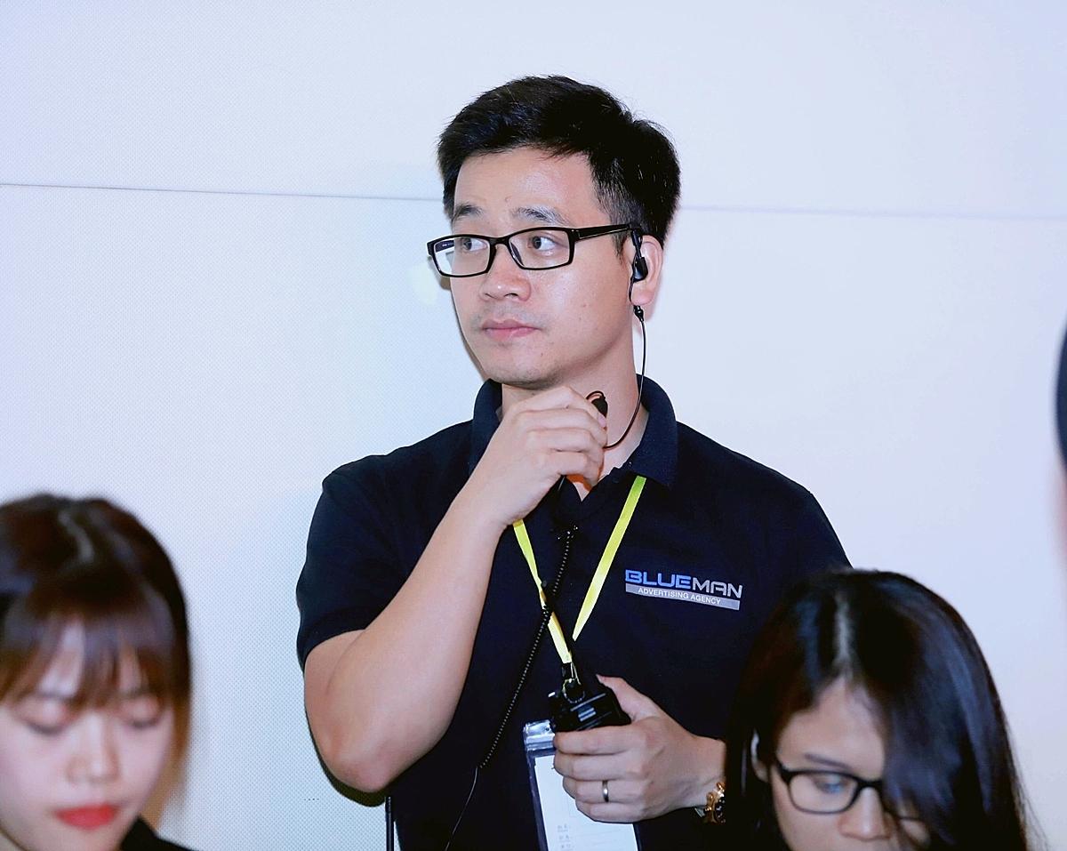 Đạo diễn kiêm CEO tài năng Dương Quang Minh trong một buổi làm việc.