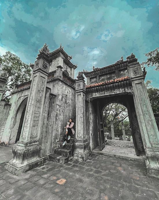 Đền Bà Triệu là chốn linh thiêng với người dân Thanh Hoá nói riêng và người dân Việt Nam nói chung, là biểu tượng của tinh thần yêu nước, chống giặc ngoại xâm của ông cha xưa. Công trình được xây dựng từ thế kỷ thứ 6 nhưng qua nhiều lần bị tàn phá, đến đời vua Minh Mạng, đền Bà Triệu được xây dựng lại và được bảo tồn đến ngày nay.