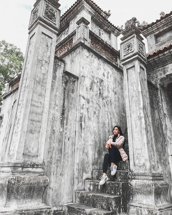 Là người dân Hậu Lộc, Đỗ Thị Hà từng nhiều lần viếng thăm ngôi đền nổi tiếng này. Người đẹp từng khoe ảnh đi lễ đền đầu năm cùng những người bạn học thời phổ thông vào dịp Tết.