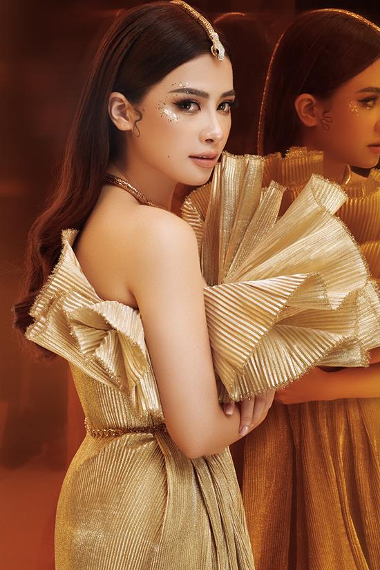 Dương Hoàng Yến cho biết, cô không ngại thử nghiệm các phong cách khác nhau, từ quyến rũ đến hiền dịu và nữ tính. Mỗi lần xuất hiện, cô đều rất chỉn chu vẻ bề ngoài vì cho rằng đó là cách thể hiện sự tôn trọng với khán giả.