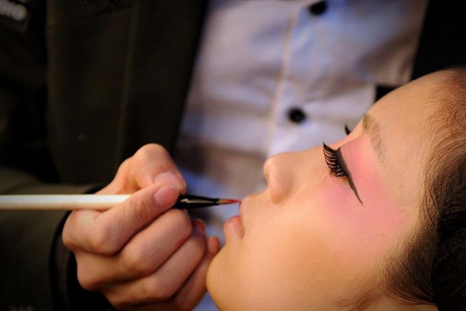 Nhu cầu làm đẹp, đặc biệt là trẻ hóa làn da bùng nổ ở Trung Quốc trong năm 2020. Ảnh: Bloomberg.