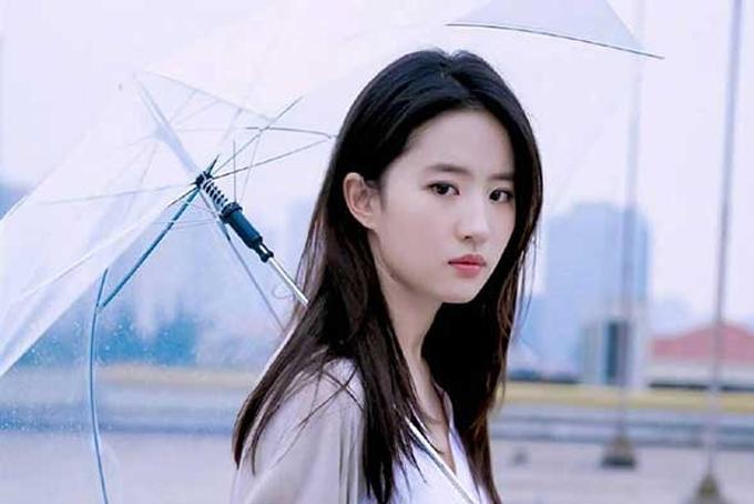 Làn da trắng sứ và căng mịn của các ngôi sao như Lưu Diệc Phi trở thành tiêu chuẩn được nhiều người Trung Quốc hướng tới. Ảnh: Cnet.