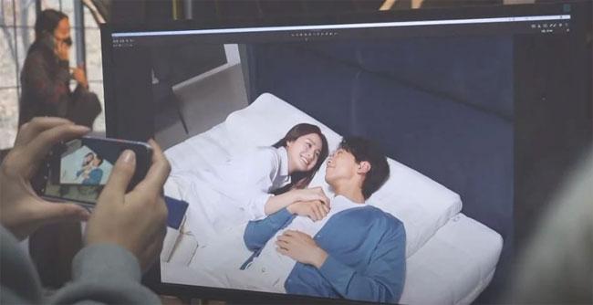 Sau hai lần sinh nở, Kim Tae Hee hiện tích cực quay lại với công việc. Chồng cô - Rain - hiện nỗ lực tái xuất trong các show truyền hình, các dự án nghệ thuật.