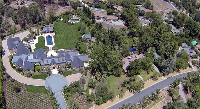 Dinh thự ở Hidden Hills, California.