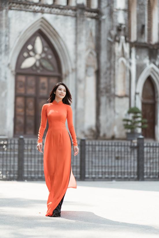 Người đẹp Lâm Thu Hồng vừa ra thủ đô đón năm mới và tận hưởng cái lạnh đặc trưng của miền Bắc. Cô gái quê Vũng Tàu từng được đến với hình tượng mạnh mẽ, sexy quyết định thay đổi phong cách thời trang theo hướng nền nã, nhẹ nhàng trong năm 2021.