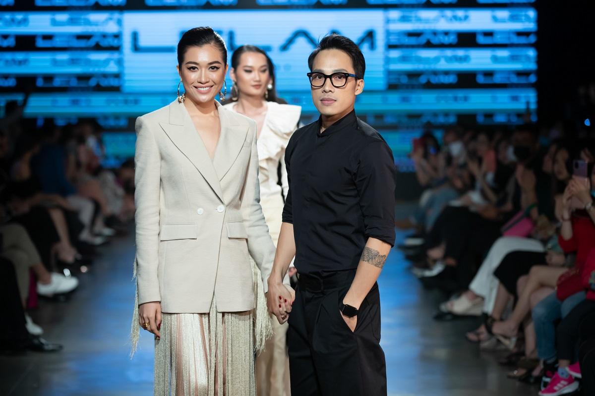 Á hậu Lệ Hằng và nhà thiết kế Lê Lâm chào khán giả tại Vietnam International Fashion Week. Ảnh: Empire.
