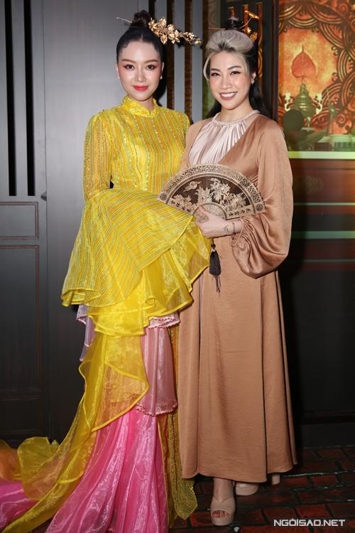 Ca sĩ Pha Lê chúc mừng vai diễn mới của cô em thân thiết Băng Di.