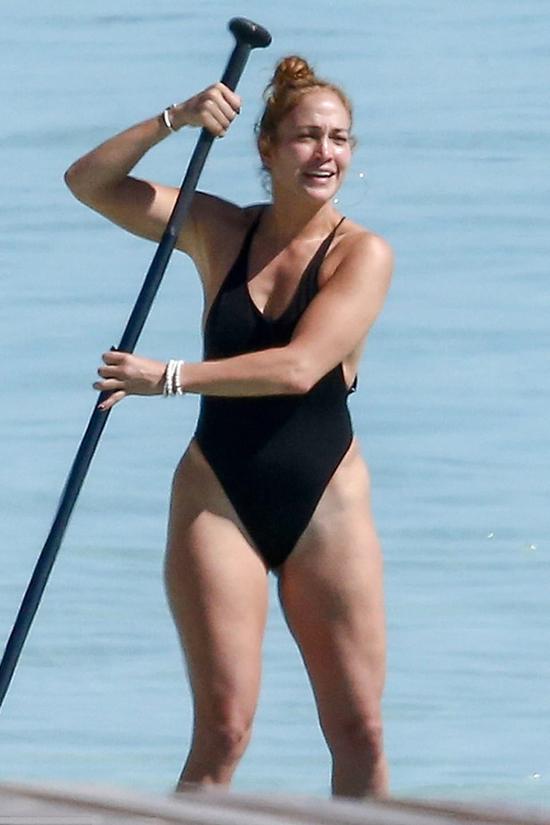 Nữ ca sĩ kiêm diễn viên Mỹ được trông thấy học chèo ván hôm thứ 4.