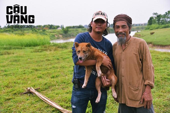 Đạo diễn Trần Vũ Thủy, nghệ sĩ Viết Liên (vai lão Hạc) và chú chó đóng vai cậu Vàng.