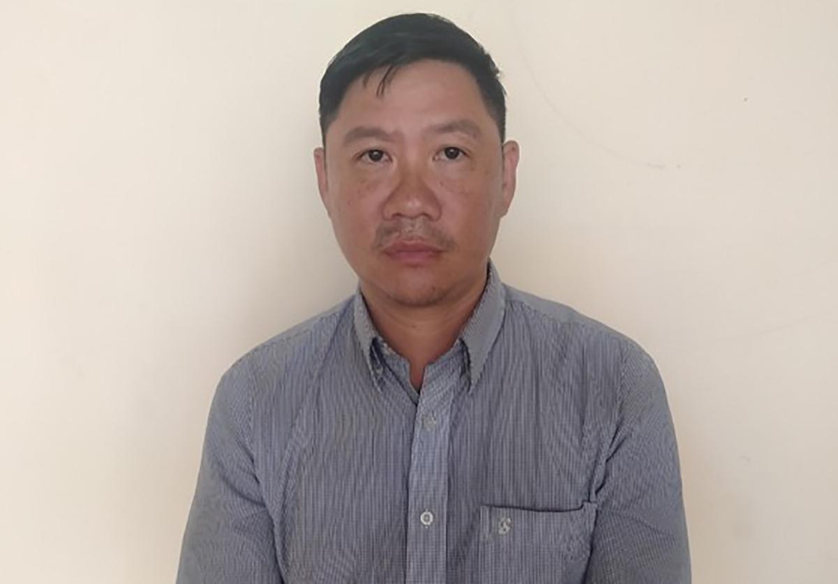 Hưng bị bắt tại cơ quan cảnh sát điều tra. Ảnh:Thái Hà