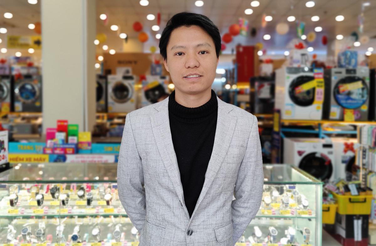 Ông Nguyễn Văn Nam - Giám đốc Kinh doanh Oppo Việt Nam cho biết Reno5 đã đạt doanh số thành công vượt kỳ vọng của hãng. Thiết kế bắt xu hướng, camera hấp dẫn giới trẻ, sạc nhanh 50W và màn hình siêu mượt 90Hz... đã tạo nên sức hút của sản phẩm. Còn đại diện Thế Giới Di Động nhìn nhận Reno5 đã đáp ứng tốt nhu cầu mua sắm cuối năm khi tung ra chương trình ưu đãi và trả góp 0%, giúp người dùng thêm cơ hội sở hữu những sản phẩm giá tốt, thiết kế đẹp khi mùa lễ Tết cận kề.