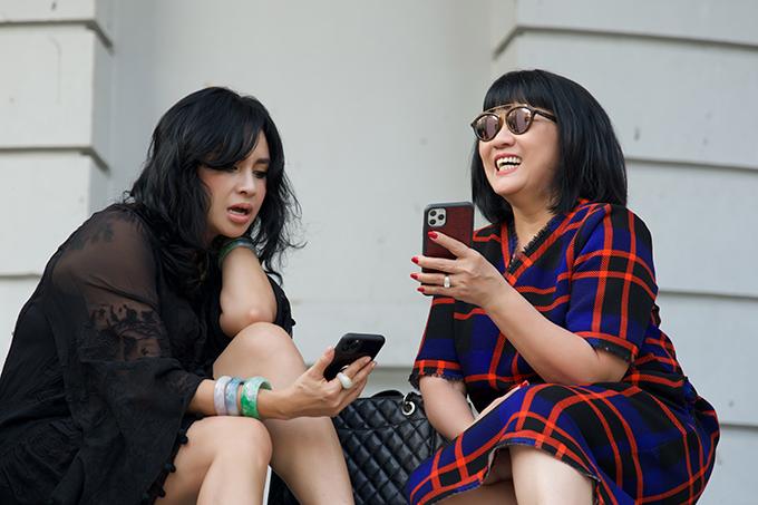 Tham gia show diễn lần này còn có sự góp mặt của ca sĩ Thanh Lam (trái) và ca sĩ Cẩm Vân (phải)