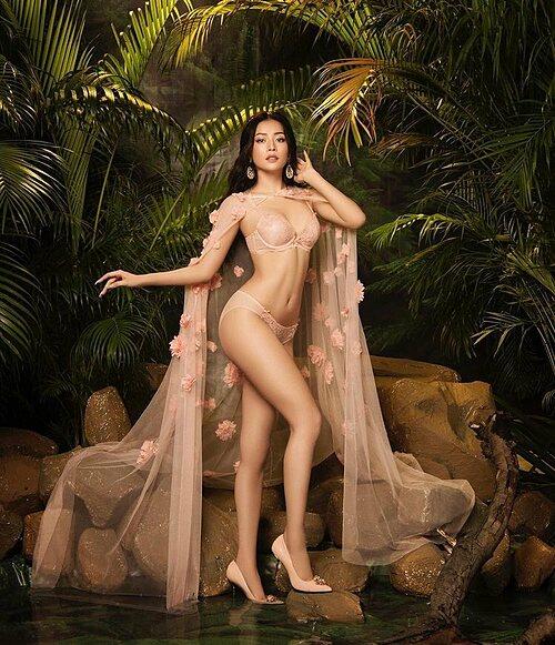 Chi Pu diện bikini khoe vẻ đẹp hình thể.