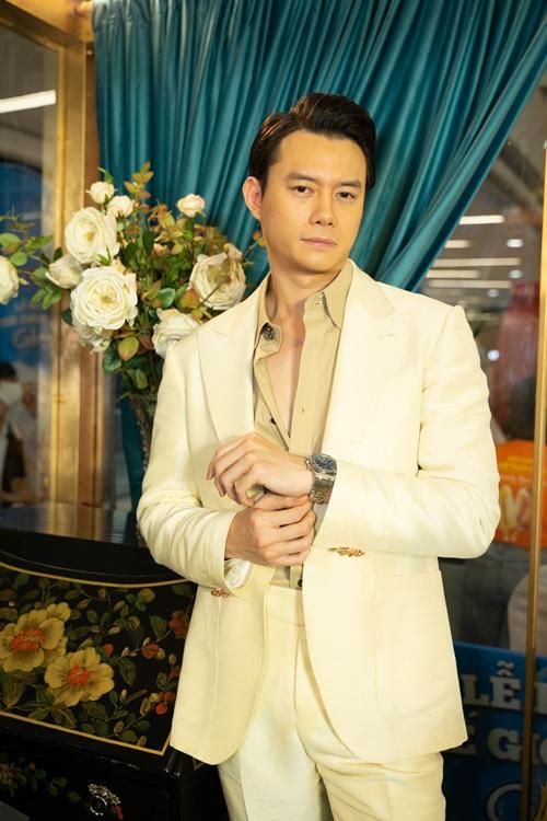 Anh Dũng - bạn trai tin đồn của diễn viên Trương Ngọc Ánh bảnh bao đi sự kiện.