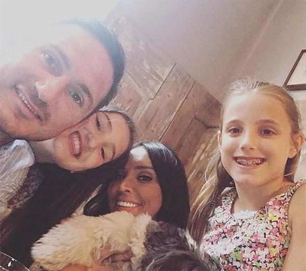 Vợ chồng HLV Lampard bên hai con riêng của anh là Luna và Isla. Ảnh: Instagram.