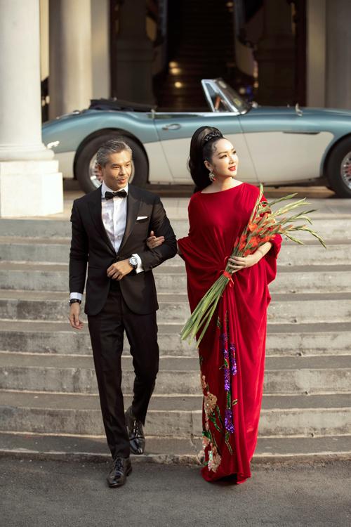 Hoa hậu Giáng My và diễn viên điện ảnh Lâm Vinsay mang tới điểm nhấn độc đáo cho fashion show tổ chức tại sảnh lớn của Bảo tàng TP HCM.