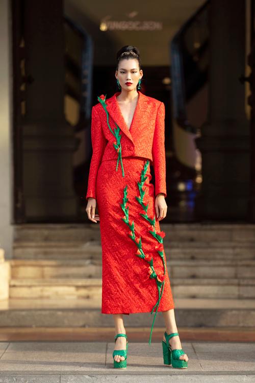 Các thiết kế menswear cho nữ giới với áo vest oversize kết hợp quần ống rộng, chân váy midi kết hợp với áo vest cổ điển.