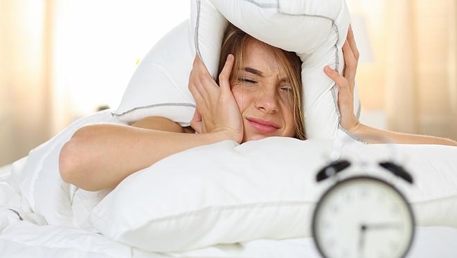 Ngủ quá 10 tiếng mỗi ngày khiến bạn đau đầu, tăng nguy cơ mắc bệnh trầm cảm.
