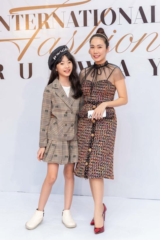 MC Thanh Thảo Hugo đưa con gái theo cùng.