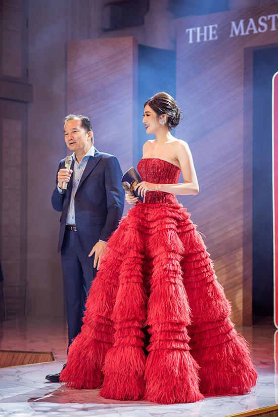 Tại sự kiện, Tú Anh đảm nhận vai trò dẫn chương trình.