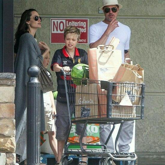 Ở nhà, Shiloh thường mặc đồ nam một cách thoải mái. Angelina và Brad luôn tôn trọng sở thích của con.