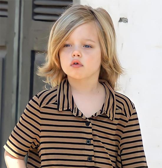 Brad kể trong cuộc phỏng vấn với Oprah Winfrey năm 2008 khi Shiloh mới 2 tuổi: Shiloh chỉ muốn được gọi là John, John hoặc Peter, giống như là Peter Pan. Vì thế chúng tôi gọi con bé là John. Nếu lỡ gọi là Shiloh, con bé sẽ chỉnh lại John - con là John mà. Và rồi tôi sẽ phải nói: John, con muốn uống nước cam không?, con bé mới chịu trả lời. Bạn biết đấy, đó chỉ là một thứ dễ thương với các bậc cha mẹ.