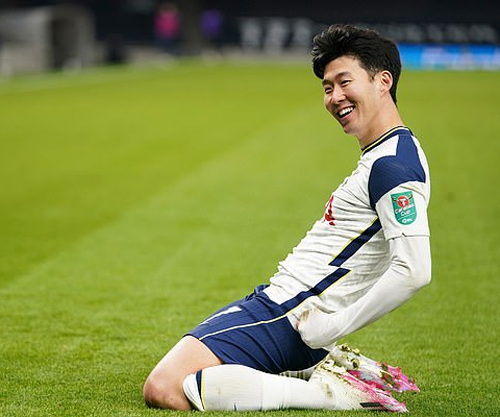 Son Heung-min đang có mùa giải bùng nổ ở Tottenham, cùng với Harry Kane tạo thành cặp song sát vô cùng hiệu quả. Ảnh: Rex.