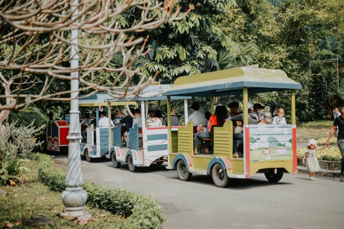 Thảo Cầm Viên Sài Gòn - công viên bảo tồn động vật - thực vật ở TPHCM là vườn thú có tuổi thọ đứng hàng thứ 8 trên thế giới. Nơi đây là điểm đến thu hút đông đảo du khách trong suốt nhiều thập kỷ qua và lưu giữ ký ức thơ ấu của không ít người dân Sài Gòn và vùng lân cận. Nguyễn Kỳ Anh - nhiếp ảnh gia trẻ ở TP HCM - vừa thực hiện bộ ảnh ở Thảo Cần Viên, một điểm đến không mới nhưng mang lại cho du khách những cảm xúc đặc biệt.