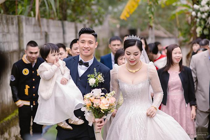 Thực đơn đầy ắp thịt cá trong ba đám cưới của Bùi Tiến Dũng - 4
