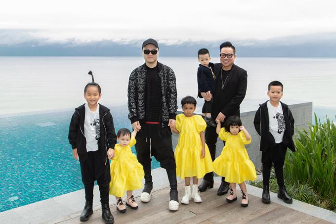 Đỗ Mạnh Cường và doanh nhân Huy Cận cho các con đi nghỉ dưỡng, mừng thương hiệu thời trang họ sáng lập gặt hái thành công, có 2.000 khách hàng chỉ sau 2 tháng ra mắt. Gia đình nhà thiết kế lưu trú tại khu nghỉ dưỡng phức hợp sang trọng ở Hội An.