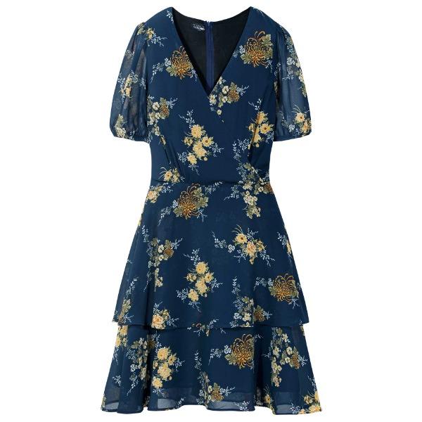 Đầm nữ The Cosmo Demi dress TC2005243NA có cùng mức giá 299.000 đồng, giảm 40% so với giá gốc. Màu xanh coban kết hợp cùng họa tiết hoa màu vàng nhẹ nhàng, tôn da cho chị em. Thiết kế cổ V cho cảm giác thon thả, ăn gian chiều cao. Chất vải voan nhẹ có lớp lót, kết hợp cùng thiết kế xòe hai tầng thêm phần nữ tính.