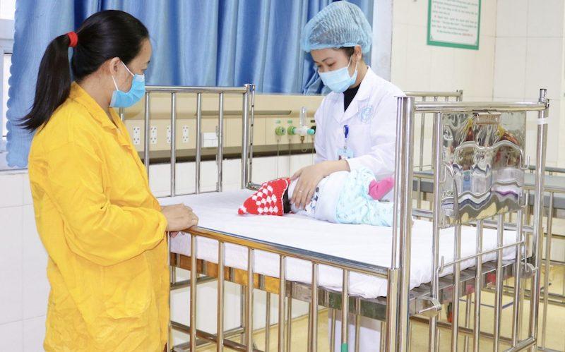 Bé trai 2,5 tháng tuổi may mắn được cứu sống kịp thời khi bị sặc nước muối sinh lý. Ảnh: Bệnh viện cung cấp