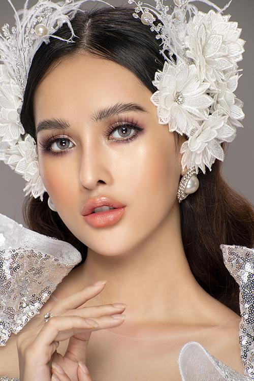Mở đầu của năm 2021, chuyên gia trang điểm Hùng Việt giới thiệu về phong cách makeup cô dâu theo hướng Tây hóa khoẻ khoắn, sexy, giúp nàng rạng rỡ, đặc biệt là trong tiệc cưới tối.